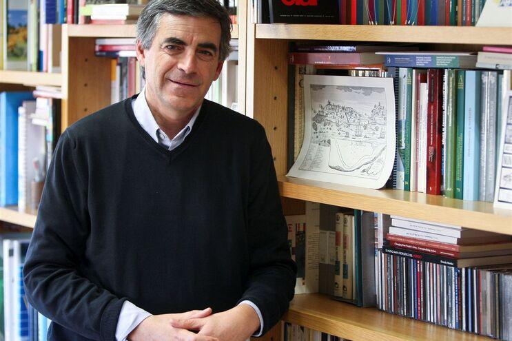 """João Ferrão foge das dicotomias norte/sul, interior/litoral, urbano/rural. """"O país não pode ser pensado"""