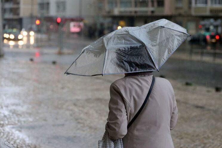 Alerta para vento, chuva, inundações e trovoada nas próximas 24 horas