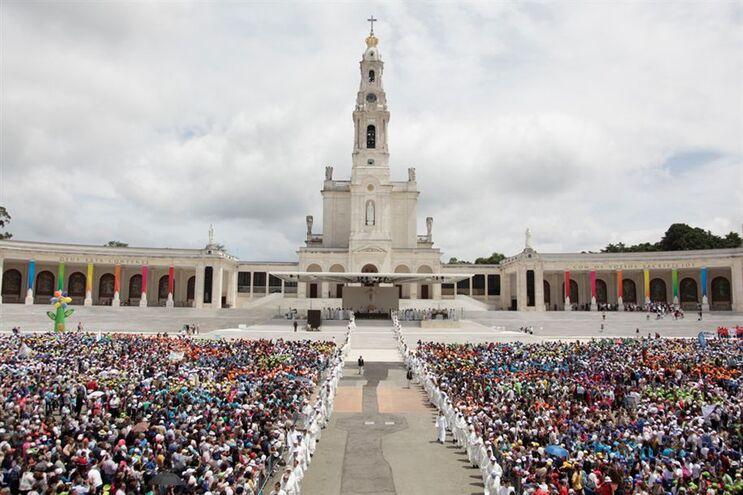 Petição contesta visita do Papa a Fátima - JN