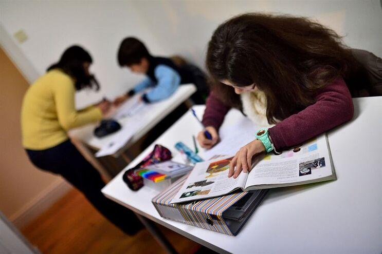 Manifesto pede revisão do modelo de gestão das escolas básicas e secundárias