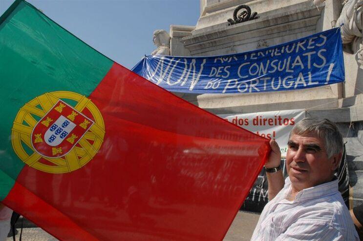 Manifestacao de emigrantes contra fecho de consulados