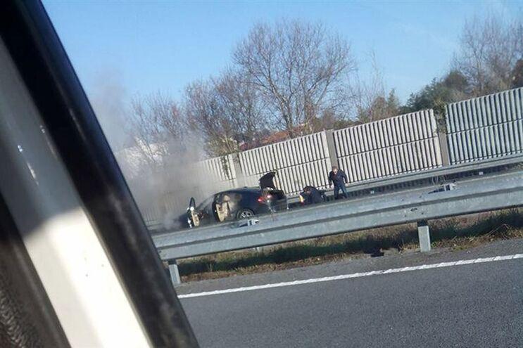 Carro incendiou-se na autoestrada