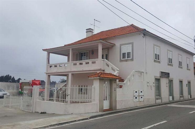 Habitação onde estavam cinco idosos na freguesia de Paramos