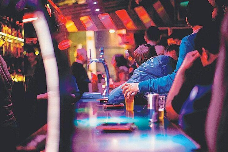 PJ prende porteiro e barman de discoteca