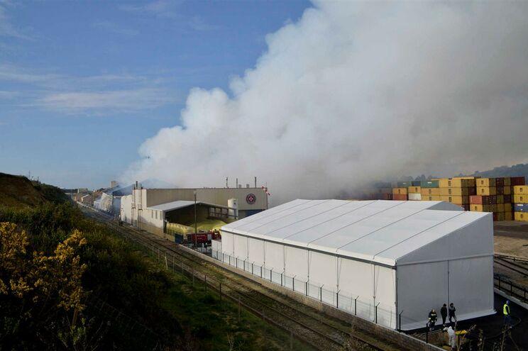 Incêndio de origem desconhecida causou nuvem de enxofre
