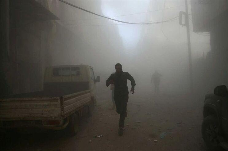 Bombardeamento num bairro de Damasco, a capital da Síria