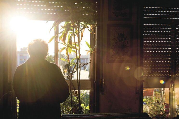 Maria Rosa, de 87 anos, não quer sair do apartamento que habita há 42 anos