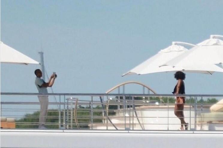 Casal Obama passa férias com Oprah, Hanks e Springsteen