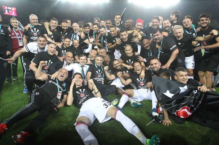 Besiktas celebrou conquista do título a uma jornada do fim