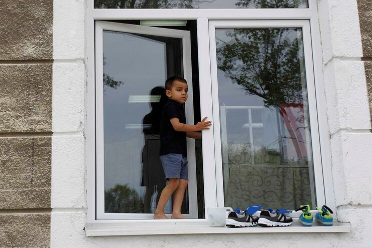 Menor num centro de refugiados na Sérvia