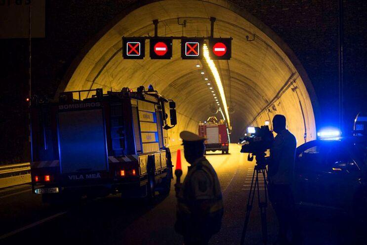 Autocarro incendiou-se no domingo no Túnel do Marão