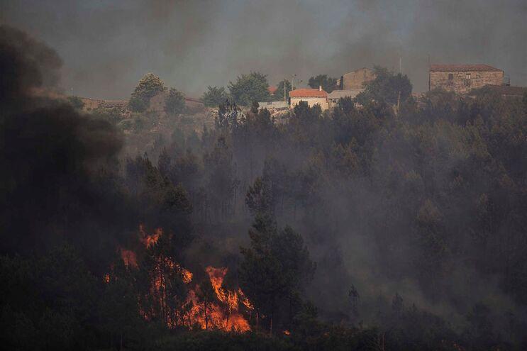 Vários incêndios neste sábado de muito calor em todo o país
