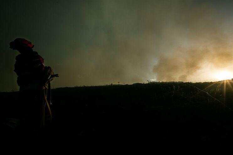 """Incêndios provocados pelas """"trovoadas secas"""""""