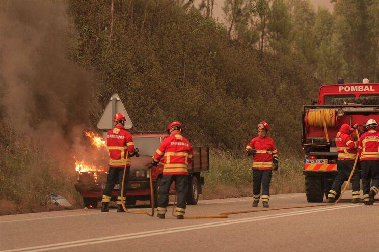 Vários acessos cortados devido às chamas