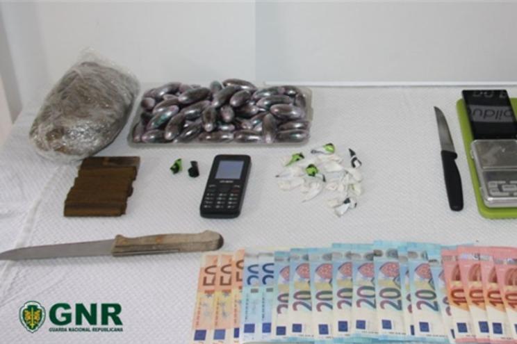 GNR apreende dois quilos de droga a suspeitos de traficar junto ao ISMAI