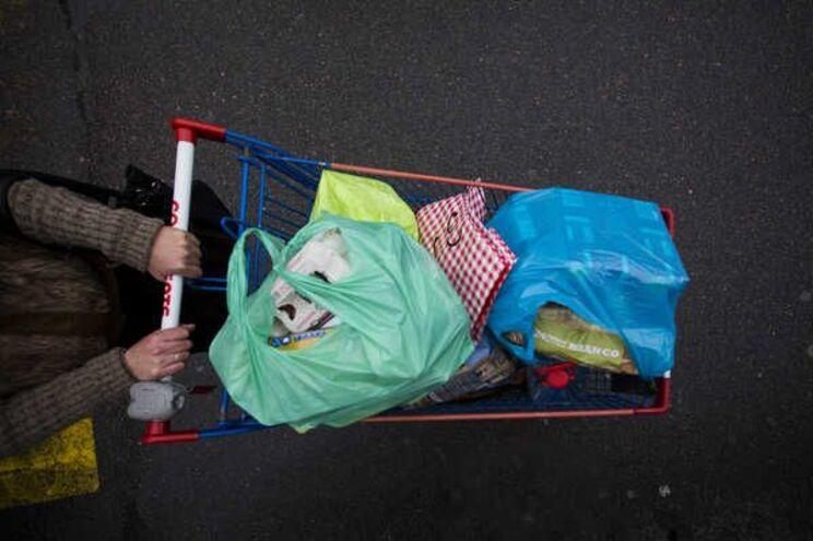 """Em Portugal consomem-se anualmente dois mil milhões destes sacos """"nefastos"""" para o ambiente"""