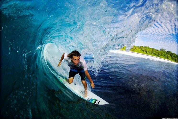 Surfista português elimina campeão do mundo