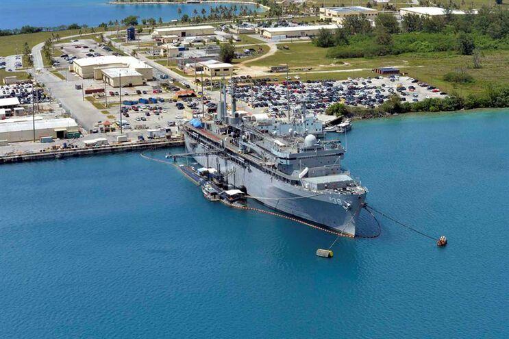 Navio militar norte-americano em Guam