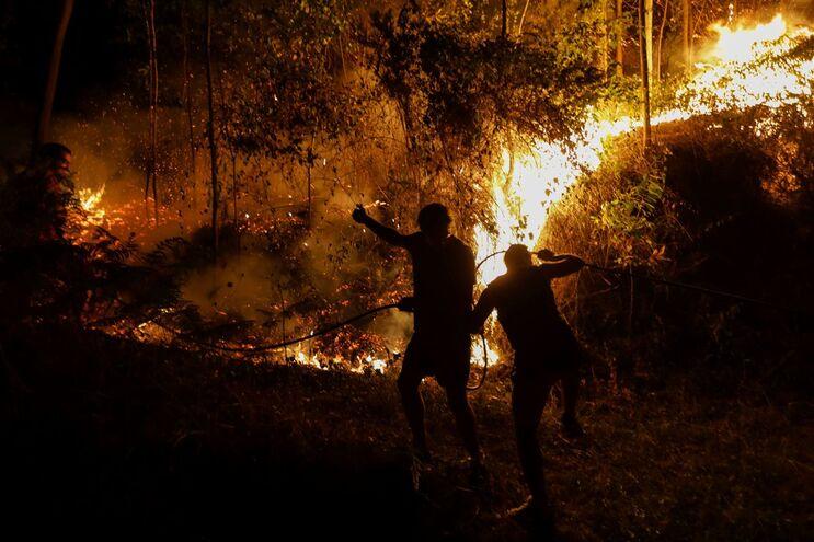 """Fogo """"completamente descontrolado"""" na Serra da Gardunha"""