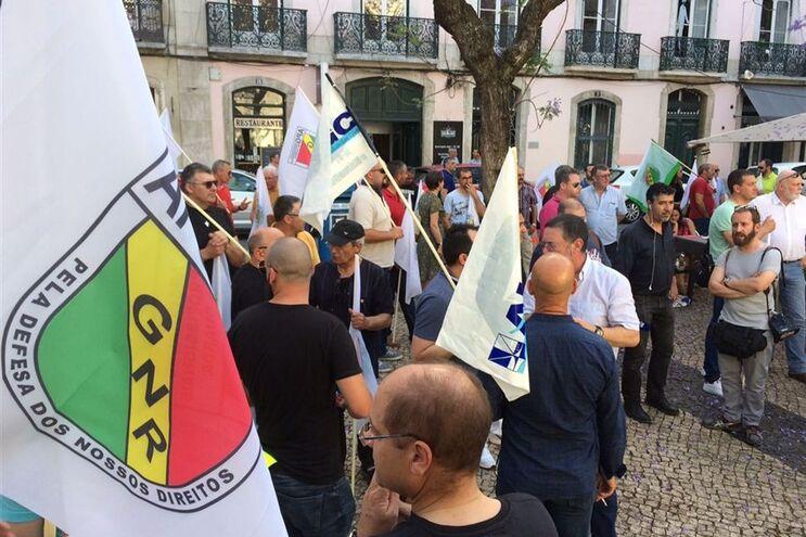 """Em maio, cerca de 300 militares da GNR protestaram em Lisboa contra a """"falta de resposta do Governo às"""