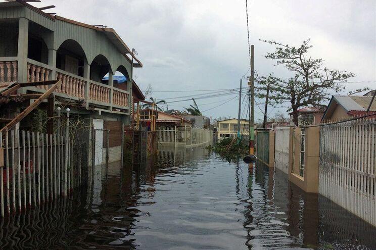 Inundações após a passagem do furacão Maria