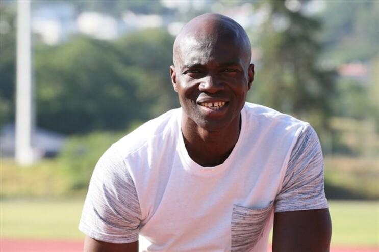 Francis Obikwelu vai ser pai pela primeira vez