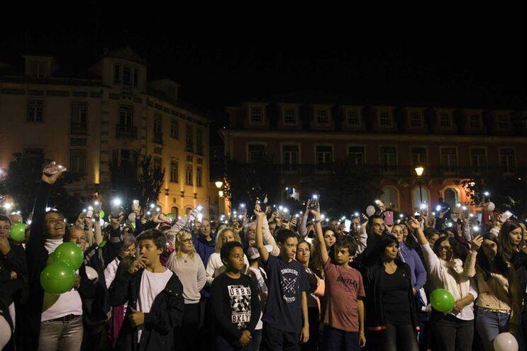 Vários pessoas protestaram em Leiria contra os incêndios, exigindo mais atenção ao Governo