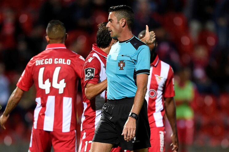 Nuno Almeida deixou de ter o auxílio do videoárbitro a partir dos 66 minutos do jogo entre o Desportivo