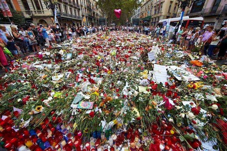 Homenagem às vítimas do atentado em Barcelona, Espanha, no passado mês de agosto