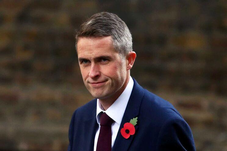 Resultado de imagem para secretário de Defesa do Reino Unido, Gavin Williamson,