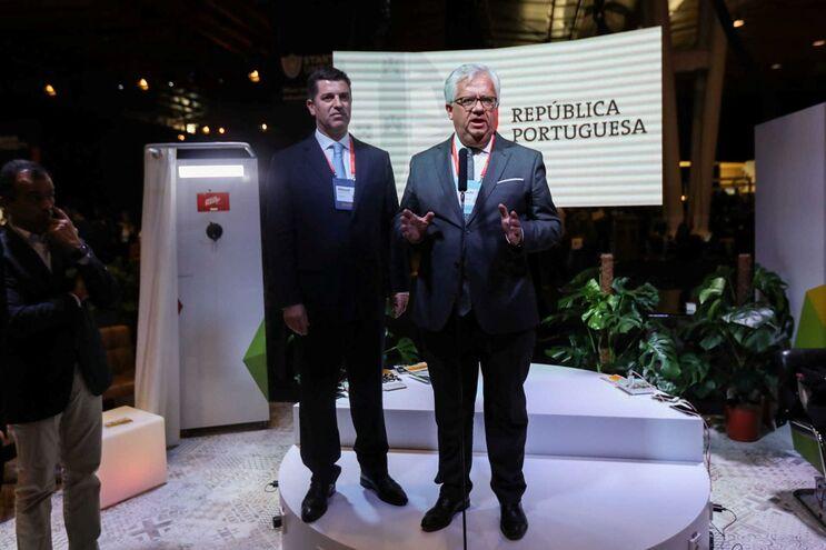 Ministro da Administração Interna, Eduardo Cabrita, acompanhado pelo ministro da Economia, Manuel Caldeira