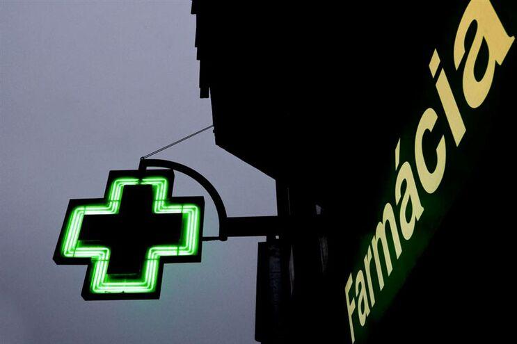 Governo mantém corte nas farmácias de serviço