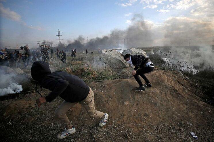 Quatro palestinianos mortos em confrontos esta sexta-feira