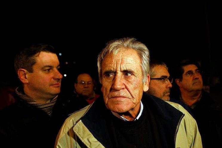 O secretário-geral do PCP, Jerónimo de Sousa, durante o piquete de greve dos CTT