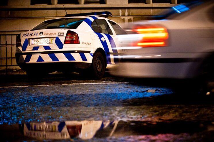 PSP intercetou condutor que passou sinal vermelho