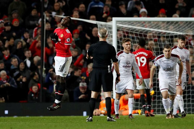 O Manchester United empatou (2-2) esta terça-feira frente ao Burnley