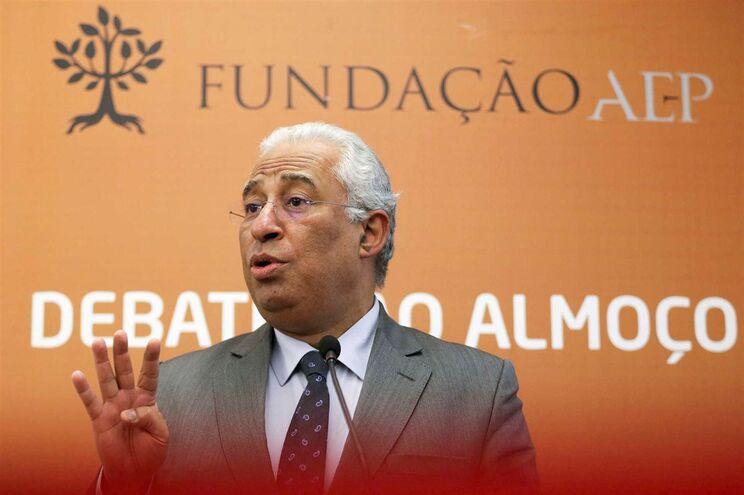 António Costa a discursar durante o almoço-debate promovido pela Fundação AEP, no Porto