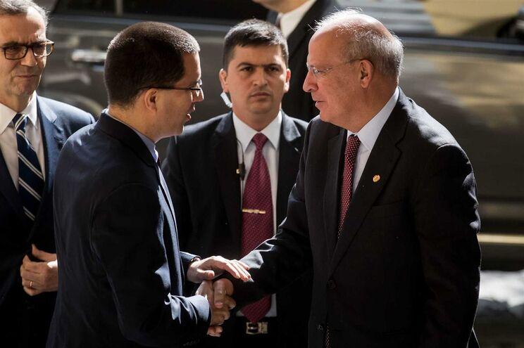 Ministro Augusto Santos Silva recebido pelo homólogo venezuelano Jorge Arreaza