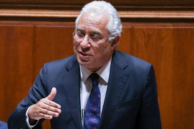 O primeiro-ministro António Costa discursa durante o debate quinzenal na Assembleia da República em Lisboa
