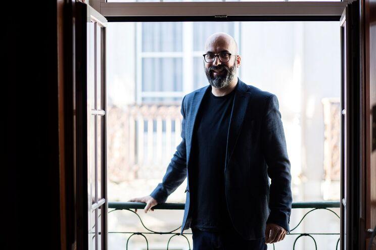 Valter Hugo Mãe: a poesia está a ser reorganizada e trabalhada pelo autor de Vila do Conde