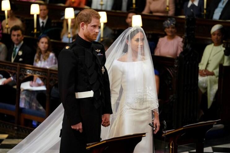 Harry e Meghan trocam alianças e já são marido e mulher