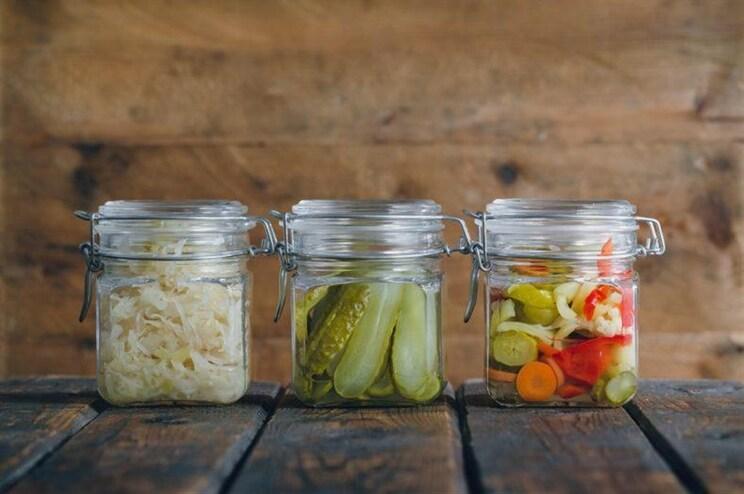 O que acontece se deitar ao lixo o sumo dos pickles