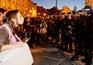 Polícia levado ao hospital e sete pessoas detidas em frente ao Parlamento