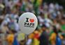 Papa Francisco recebido no Brasil por multidão e protestos