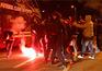 Polícia atingido por tocha nos incidentes da chegada do F.C. Porto ao Dragão