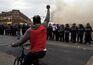 Recolher obrigatório após noite violenta em Baltimore