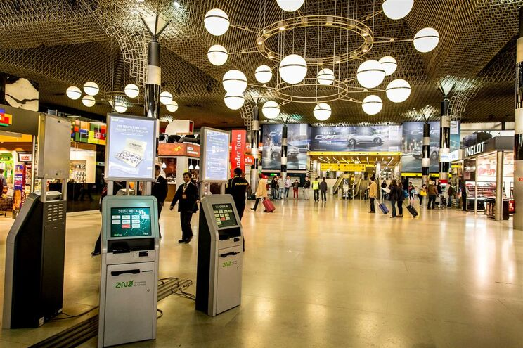 Apreendidos cerca de 222 mil cigarros a passageiros no aeroporto de Lisboa