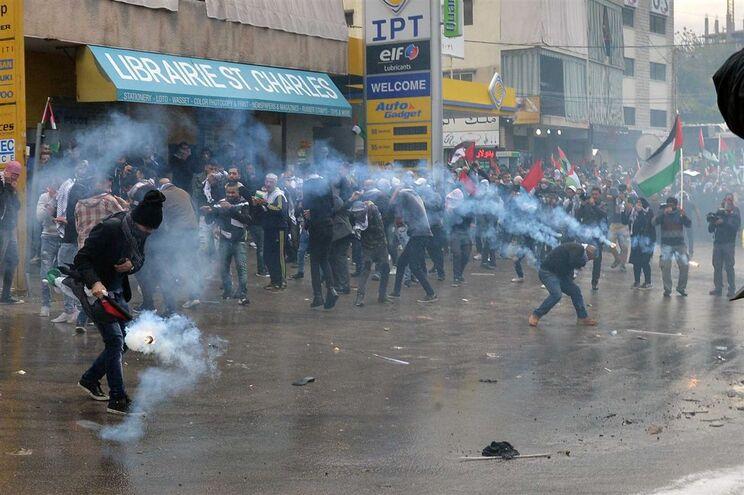 Manifestantes em Beirute, Líbano
