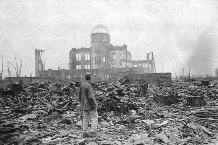Em 6 de agosto de 1945, uma bomba atómica destruiu quase todas as casas e edifícios em Hiroshima