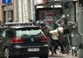 O momento da detenção de um suspeito em Molenbeek